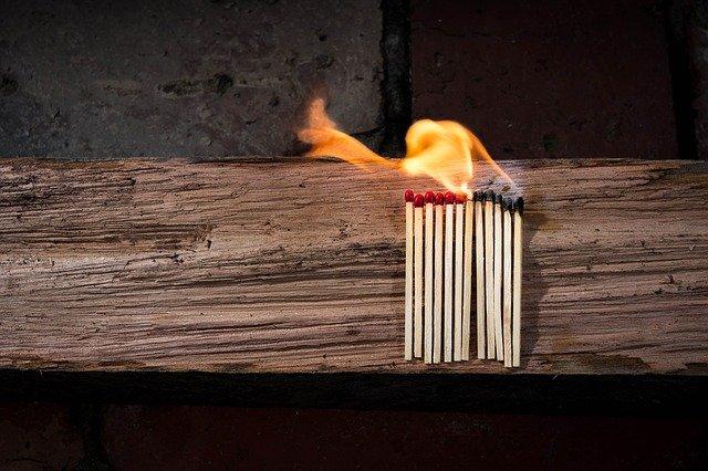 Valeur nette personnelle négative = Houer avec le feu